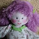 Lilly a lila hajú baba, Játék, Baba játék, Plüssállat, rongyjáték, Lilly textilből készült saját tervezésű babáim egyike. 27 cm magas vatelin töméssel, csupa szívvel. ..., Meska