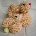Puha kötött nyuszi -Knitted soft bunny, Ezt a két nyuszit puha vajsárga fonalból kötö...