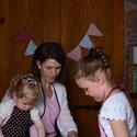 Anya Lányai kötény szett, cupcake díszítéssel, Konyhafelszerelés, Baba-mama-gyerek, Kötény, Varrás, Lassan kezdődik a mézeskalács sütés időszaka...minden kislány szeret Anyával együtt sütni-főzni a k..., Meska