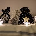 FÉRFIAKNAK ajándék zsákok - fehér, fekete bézs pöttyös mintával, Dekoráció, Ünnepi dekoráció, Karácsonyi, adventi apróságok, Adventi naptár, Ajándékzsák, Varrás, Csomagolópapír helyett rejtsd ajándékjaidat ezekbe a fekete - fehér - beige színű zsákokba! Gyors é..., Meska