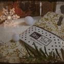 Rumos vajszínű indás karácsonyi textil szalvéta, Dekoráció, Ünnepi dekoráció, Karácsonyi, adventi apróságok, Karácsonyi dekoráció, Az év egyik divatszíne: a rumos vajszín! Ha követed a divatot, ezek az arany díszítéses különleges é..., Meska