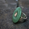 Aventurin gyűrű, Ékszer, Gyűrű, Sterling ezüst gyűr, egy fánk formályú aventurin féldrágakővel, hátul nyitott (mérete áll..., Meska