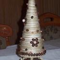 """""""Kávéfa"""" - asztali dekoráció kúpos, Dekoráció, Otthon, lakberendezés, Ünnepi dekoráció, 32 cm magas, illatos kávészemekkel, gyönggyel  és quilling virággal díszített asztali dekoráció hung..., Meska"""