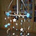 Babaszoba függődísz csillagokkal, Baba-mama-gyerek, Gyerekszoba, Mobildísz, függődísz, Papírművészet, 45 cm átmérőjű, 60-80 cm  hosszú 12 szálon függő, beige-kék színösszeállítású, csillagos, masnis ba..., Meska