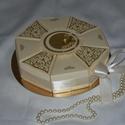 Nászajándék átadó torta - krém-arany, Romantikus, elegáns, letisztult krém-arany össz...