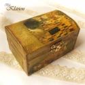 Gustav Klimt Csók című festményes dobozka, A dobozt először alapoztam, ezután szalvétatec...