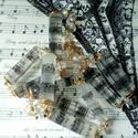 A zene a mindenem egyedi gyanta nyakék, saját tervek alapján, Kottával díszített, különböző forrmájú gy...