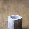 Rocky beton kaspó, Dekoráció, Dísz, Szürke és fehér cementtel készült színátmenetes kaspó. Élei lekerekítettek. Kissé szabál..., Meska