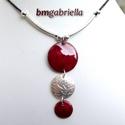 Pandora nyakéke - ezüstözött és tűzzománc nyaklánc, medál, Ékszer, Nyaklánc, Medál, Három részes domborított, klasszikus virágmintás ezüstözött és bordó ékszerzománccal borított vörösr..., Meska