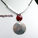 Pandora nyakéke - tűzzománc nyaklánc - ezüstözött és tűzzománc nyaklánc, medál, Ékszer, Nyaklánc, Medál, Kétrészes domborított, klasszikus virágmintás ezüstözött és bordó ékszerzománccal borított vörösréz ..., Meska