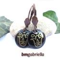 Tulipán -  fekete tűzzománc fülbevaló - magyar motívum, egyedi tervezésű kézműves ékszer, Ékszer, Fülbevaló, Enyhén domborított fekete, kerek tűzzománc fülbevaló, arany rajzos népi hímzésről való tulipán motív..., Meska