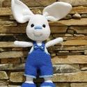 Horgolt nyuszi fiú kék ruhában, Játék, Húsvéti díszek, Ez a vagány fehér nyuszi fiú, fülével együtt 31 cm magas. Fülek nélküli magassága 25,5 cm...., Meska