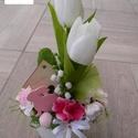 Húsvéti dísz kerámia kaspóban, Dekoráció, Húsvéti díszek, Otthon, lakberendezés, Dísz, Virágkötés, 25 cm magas, 14 cm széles selyemvirág dekoráció kerámia kaspóban, nyuszival. Másik színben is rende..., Meska