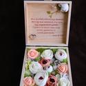 Pénzátadó doboz, Esküvő, Nászajándék, Meghívó, ültetőkártya, köszönőajándék, Decoupage, transzfer és szalvétatechnika, Virágkötés, A képen látható pénzátadó doboz, 15x15 cm méretű fa doboz, egyéni felirattal, belül selyemvirágokka..., Meska
