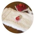 Édes Eper ajakápoló 5ml, Szépségápolás, Kozmetikum, Kozmetikum készítés, Finom eper illatú, és enyhén eper ízű hidratáló ajakápoló, pici tégelyben. Összetevői: Kakaóvaj, ma..., Meska