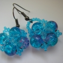 Türkiz kék-lilás fülbevaló, Ékszer, Fülbevaló, 8 mm-es két színből álló -türkizkék és lila- roppantott üveggyöngy, 4 mm-es kúpos üveggy..., Meska