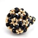 Fekete arany gyűrű, Ékszer, Gyűrű, Fekete csiszolt üveggyöngyből és aranyszínű japán kásából készítettem ezt virágot formázó gyűrűt.  A..., Meska