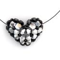 Szív alakú medálos nyaklánc - fekete és ezüst, Ékszer, Anyák napja, Nyaklánc, Ezüst színű üvegkristályt fekete kásával és csiszolt gyönggyel párosítva készítettem el ezt a szív a..., Meska