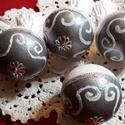 """kézzel festett rojtos karácsonyfa gömb, Dekoráció, Karácsonyi, adventi apróságok, Ünnepi dekoráció, Karácsonyfadísz,  """"5cm hungarocell gömb akril festékkel festve. Ezüst fehér színnel . Csipkével szalaggal dí..., Meska"""