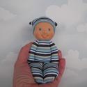 Waldorf baba - Marokbaba kisfiúknak, Játék, Baba játék, Baba-és bábkészítés, Varrás, Walforf jellegű, 18 cm-es, flízzel puhára tömött baba a legkisebbeknek. Teste csíkos pamutjerseyből..., Meska