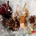 Horgolt karácsonyi manók, Dekoráció, Ünnepi dekoráció, Karácsonyi, adventi apróságok, Karácsonyi dekoráció, Horgolás, Varrás, Pinduri karácsonyi manókat kínálok hímzőfonalból horgolva. Akár apró meglepetésként, akár a karácso..., Meska