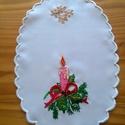 Kis terítő karácsonyi mintával, Dekoráció, Otthon, lakberendezés, Ünnepi dekoráció, Asztaldísz, Kordonet selyemmel hímeztem ezt az aranyos kis karácsonyi mintát, arany szállal öltöttem  leve..., Meska