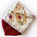Rózsás vászon táska, csücsökkel :), Táska, Válltáska, oldaltáska, Szatyor, Szépséges, rózsás, pajzs alakú táska. Három rétegű, jó tartású, a bélése fehér vászon, a külső réteg..., Meska