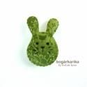 Nyuszi kitűző - zöld pillangós, Gyapjúfilcből varrtam, melyre pamutot dolgoztam ...