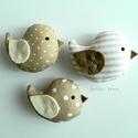 Kismadarak - bézs függeszthető dísz- 3 darab, Tarka függeszthető kismadárkákat készítettem...