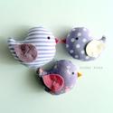 Kismadarak - lila függeszthető dísz- 3 darab, Tarka függeszthető kismadárkákat készítettem...