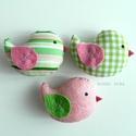 Kismadarak - zöld-rózsaszín függeszthető dísz - 3 darab, Tarka függeszthető kismadárkákat készítettem...