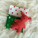 Pici maci ágyikóban - karácsonyi, Aprócska figura egy piciny, puha tartóban, ami k...