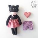 Orgona, öltöztethető cica lány, kabala szívvel, A cica testét és ruháit pamut anyagból varrtam...