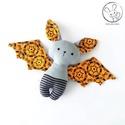 Denevér bébi - narancssárga, pókos - textil figura - baby bat - játék állat, Minden darab egyedi, kézzel készült, így garan...