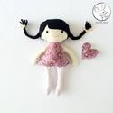 Mályva baba + kabala szívecske - textil figura, puha baba, designer fejlesztő játék, Minden darab egyedi, kézzel készült, így garan...