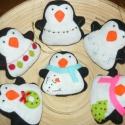 Pingvinek karácsonyfadísz, Dekoráció, Ünnepi dekoráció, Karácsonyi, adventi apróságok, Karácsonyfadísz, Varrás, Filc anyagból  édes kis pingvineket készítettem. Magukkal hozzák otthonodban a karácsonyi hangulath..., Meska
