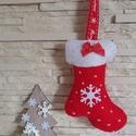 Filc karácsonyfadísz - hópelyhes, piros csizma, Dekoráció, Karácsonyi, adventi apróságok, Ünnepi dekoráció, Karácsonyi dekoráció, Karácsonyfadísz, Mindenmás, Varrás, Vidám, különleges, modern hangulatú karácsonyi dekoráció, melyet feltehetünk karácsonyfánkra, bejár..., Meska