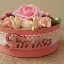 Tavaszi asztaldísz, Dekoráció, Dísz, Asztaldísz, Mindenmás, Tavaszi asztaldíszt készítettem rózsaszínes színekben papírdobozban, csipkedísszel az oldalán. Mére..., Meska