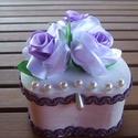 Lila rózsás doboz, Ballagás, Otthon, lakberendezés, Tárolóeszköz, Doboz, Varrás, Festett tárgyak, Fehérre festett faháncs doboz 3 db lila átmenetes rózsával díszítve.A doboz belül natúr fa. A rózsá..., Meska