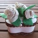 3 rózsás doboz, Ballagás, Otthon, lakberendezés, Tárolóeszköz, Doboz, Festett tárgyak, Varrás, Fehérre alapozott faháncs doboz drapp színű textilvirággal díszítve. A levelek filcből készültek. A..., Meska