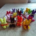 Apró nyuszik-10 db, Játék, Húsvéti díszek, Plüssállat, rongyjáték, Varrás, Filcből kézzel varrt apró nyulacskák gyermekcsoportnak, locsolóknak, játéknak. Ajánlom óvodának is ..., Meska