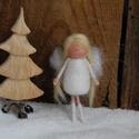 Apró angyal, tűnemezelt baba, karácsonyfadísz, ajándékkísérő, kitűző, Dekoráció, Ünnepi dekoráció, Karácsonyi, adventi apróságok, Ajándékkísérő, képeslap, Baba-és bábkészítés, Nemezelés, Hófehér, puha gyapjúból készült kis tündér/angyal. Díszítheted vele a karácsonyfát, de ajándékkísér..., Meska