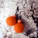Narancs csepp - nemezelt narancssárga fülbevaló fa gyönggyel, Ékszer, óra, Fülbevaló, Egy csepp frissítő narancs...  A fülbevalót narancssárga gyapjúból készítettem, fa gyönggy..., Meska