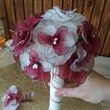 Esküvői csokor bordó és fehér rózsából, Esküvő, Esküvői csokor, Virágkötés, A csokrot 11 db bordó és fehér rózsából állítottam össze. A virágok nejlonharisnyáből készültek, kö..., Meska