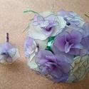 Esküvői csokor halványlila rózsából, Esküvő, Esküvői csokor, Virágkötés, A csokrot 13 db halványlila és krém színű rózsából állítottam össze. A virágok nejlonharisnyáből ké..., Meska