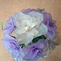 Esküvői csokor lila rózsákból, Esküvő, Szerelmeseknek, Esküvői csokor, Virágkötés, A csokrot 13 db halványlila és krém színű rózsából állítottam össze. A virágok nejlonharisnyából ké..., Meska