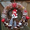 Ajtódísz piros hóemberrel - karácsony, tél, ajtódísz, kopogtató, piros, A képeken látható termésekkel és karácsonyi ...