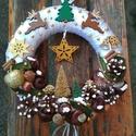 Karácsonyi ajtódísz rénszarvasokkal, A képeken látható termésekkel és karácsonyi ...