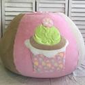 Muffinos babzsák rózsaszínben, Baba-mama-gyerek, Bútor, Gyerekszoba, Babzsák, Patchwork, foltvarrás, Varrás, Édesszájúaknak - Pihe-puha, kényelmes háttámlás babzsák elején egy óriás muffinnal díszítve 0-99 év..., Meska