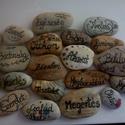 Pozitív kövek, Dekoráció, Otthon, lakberendezés, Mindenmás, A kövekre pozitív gondolatokat,szavakat írtam, amelyek feldobhatják a ház bármely pontját egy vázáb..., Meska